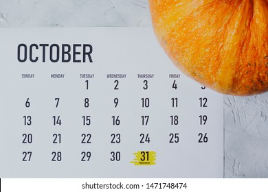Simple 2019 October monthly calendar with Halloweed day - October 31 marked