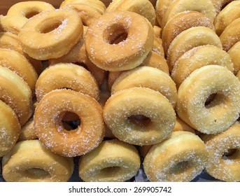 Simple donuts with sugar
