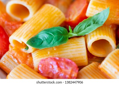Simple italian pasta with cherry tomatoes and basil.