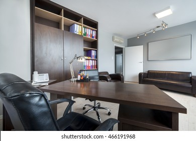 Simple and stylish office room