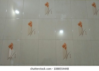 Simple tile design with flowers