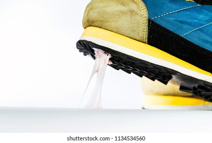 Simulation scenario of chewing gum on the floor, Stick with sneakers.
