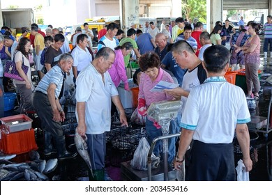 SINDA, TAIWAN -- JUNE 29, 2014: Buyers and sellers are busy at the daily fish auction at Sinda Port in southern Taiwan