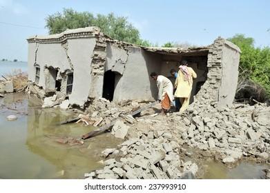 SINDH, PAKISTAN-SEPT 15: Flood affected people, September 15, 2010 in Sindh