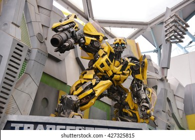 SINGAPORE - 06 MAY 2016  Bumblebee Robot Model to promote TRANSFORMERS The  Ride at Universal f0516b60b4