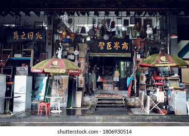 Singapore 2018 Shop front of vintage antique store Junkie's Corner, a treasure trove of old second hand furniture & homeware. Locals come here to explore this place of interest & hunt for knick knacks