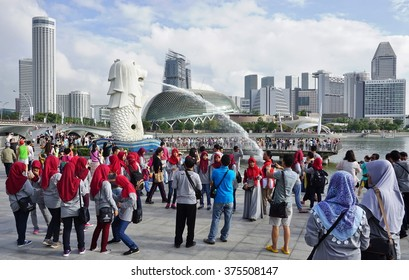 SINGAPORE -23 JAN 2016- The Merlion fountain statue on the Singapore waterfront. The Merlion (Singa-laut) is the mascot of the Asian city-state.