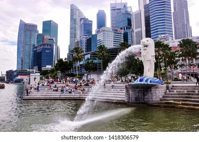 Singapore, 2nd, October, 2015. The Merlion in Merlion Park with Central Business District (CBD) in the background, is a well-known tourist icon of Singapore.