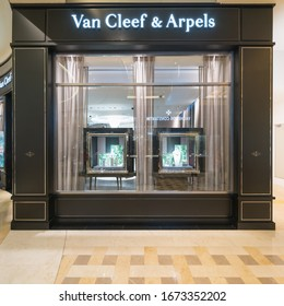 SINGAPORE - APR 20 : Van Cleef & Arpels Store in The Shoppes at Marina Bay Sands on Apr 20, 2018 in Singapore.