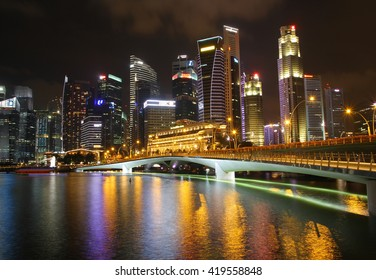 SINGAPORE - APRIL 10,2016: Financial district skyscrapers and the Jubilee Bridge at Merlion Park. A newly created pedestrian bridge at Marina Bay