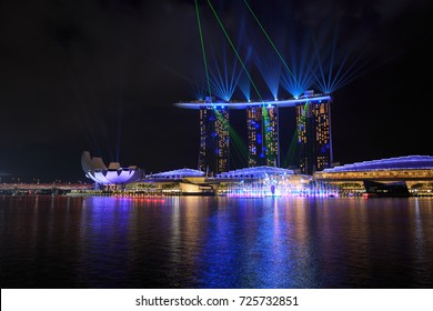SINGAPORE - AUG 19, 2017 : Marina Bay Sand at night with beautiful SPECTRA – LIGHT & WATER SHOW in marina bay water front