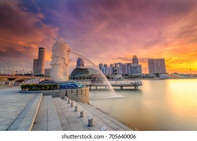 SINGAPORE - AUG 28, 2017 : Sunrise in the morning at Merlion Singapore Marina Bay Sand