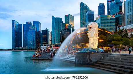 SINGAPORE - AUG 8 ,2017 : Merlion statue and cityscape in Singapore.