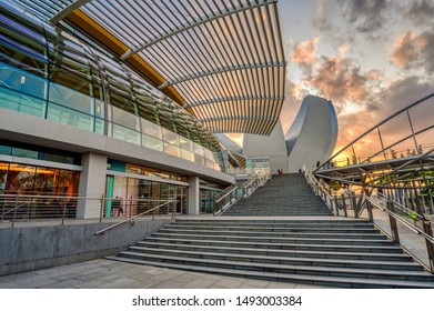 Singapore, Singapore - August 24 2019: The iconic architecture of Marina Bay Sands and the ArtScience Museum of Singapore
