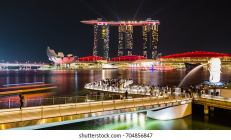 SINGAPORE - CIRCA APRIL 2015: City skyline, Marina Bay and Raffles Place
