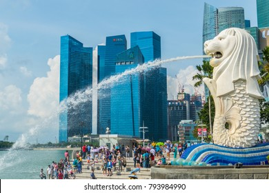 Singapore City, Singapore - 07 19 2015: Merlion Statue, The National Symbol Of Singapore And The Tourists Around It.
