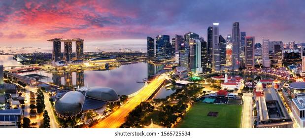 Panorama-Stadt Singapur bei Sonnenaufgang mit Marina-Bucht
