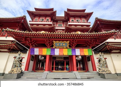 SINGAPORE - DECEMBER 13 : Buddha Toothe Relic Temple in Chinatown Singapore on December 13, 2015 in Singapore