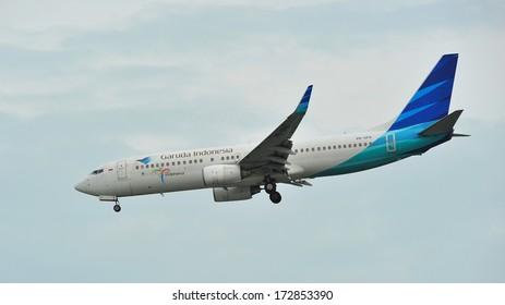 SINGAPORE - DECEMBER 25: Garuda Indonesia Boeing 737-800 landing at Changi Airport on December 25, 2013 in Singapore