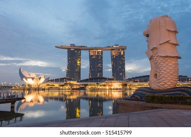 SINGAPORE -FEB 21, 2016 : The Merlion fountain in front of the Marina Bay Sands hotel and view of Marina Bay in Singapore