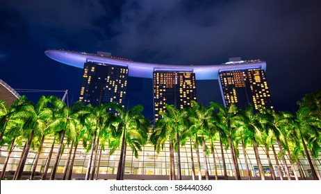 SINGAPORE - FEB 9 , 2017 : Singapore cityscape at night in Singapore.
