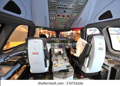 Airbus A350 Cockpit Images, Stock Photos & Vectors | Shutterstock
