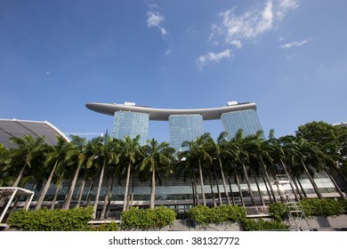 SINGAPORE - February  16 ,2016 : Singapore buildings in business district. on February  16, 2016