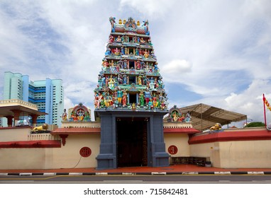 Singapore. The Indian temple.  It is the oldest in the territory of Singapore, the Indian temple and the interesting sights of the city.