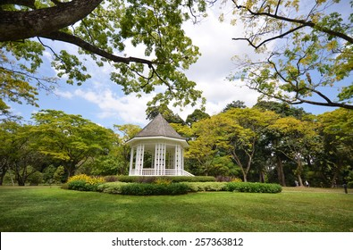 SINGAPORE - JAN 30: A beautiful view of  the Singapore Botanic Gardens on January 30, 2015 in Singapore. Opened in 1859, the gardens now cover 74 hectares.