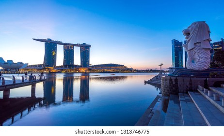 SINGAPORE - JANUARY 12, 2019: Architecture of Merlion Statue during sunrise.