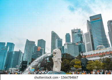 Singapore - January 25, 2019: The atmosphere of Merlion Park in the afternoon was very crowded
