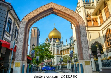Singapore - January 26, 2019: The atmosphere of the Sultan's Mosque in Kamong Glam in the morning