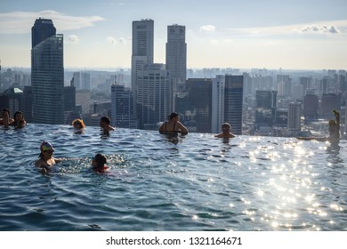 SINGAPORE  / June 2014 : Luxury Marina bay sands rooftop pool in Singapore