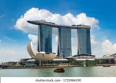 SINGAPORE - JUNE 23, 2018: Marina Bay Sands hotel and Museum of Art and Science in Singapore at summer day