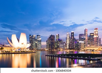 SINGAPORE - MARCH 2017: Singapore skyline and business district at dusk