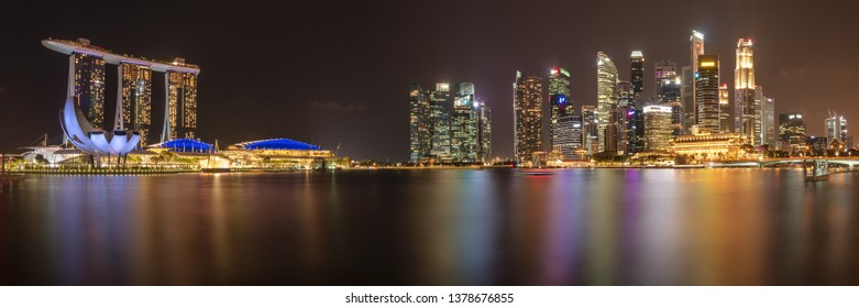 SINGAPORE - MARCH 4, 2019: Evening Skyline of the most technology-ready Nation