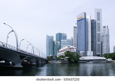 Singapore - May 11, 2008: Jubilee Bridge leading too Fullerton hotel building at Marina Bay in Singapore. Skyline with skyscrapers of Financial center behind.