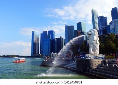 SINGAPORE - MAY 8, 2018 : Merlion Statue