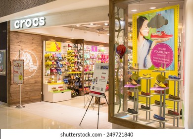 43e470818a6519 SINGAPORE - OCT 19   Crocs Store at ION Orchard shopping mall on October 19