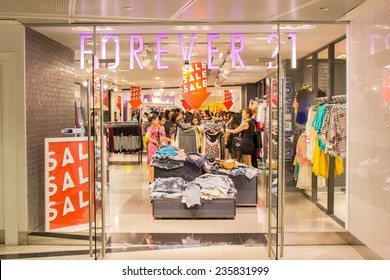 2e3568e09453e SINGAPORE - OCT 19   Forever 21 Store at ION Orchard shopping mall on October  19