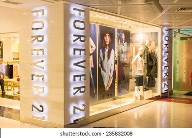 SINGAPORE - OCT 19 : Forever 21 Store at ION Orchard shopping mall on October 19, 2014. Forever 21 fashion label has 480 stores worldwide and had USD 2.6 bn revenue in 2011.