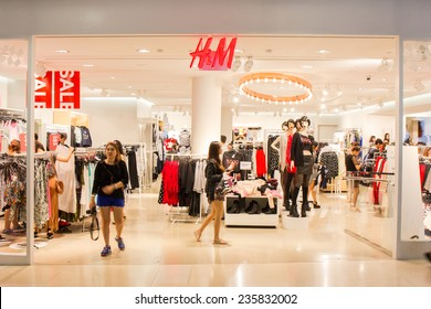 SINGAPORE - OCT 19 : H&M Store at ION Orchard shopping mall on October 19, 2014. H&M is a Swedish multinational company present in 43 countries and in 2011 employed 94,000 people.
