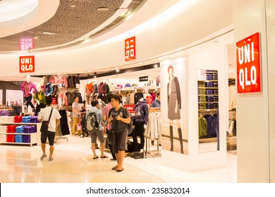 SINGAPORE - OCT 19 : UNIQLO Store at ION Orchard shopping mall on October 19, 2014. UNIQLO is a Japanese casual wear designer, manufacture and retailer operating worldwide.