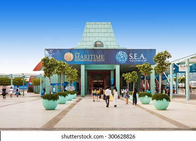 SINGAPORE - OCTOBER 17, 2014: Marine Life Park. Park houses the S.E.A Aquarium and the Adventure Cove Waterpark, and features the largest  oceanarium in the world.