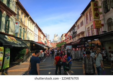 SINGAPORE - October 2, 2016 : Tourists and Peple to visit many shops and street food in Chinatown Singapore.