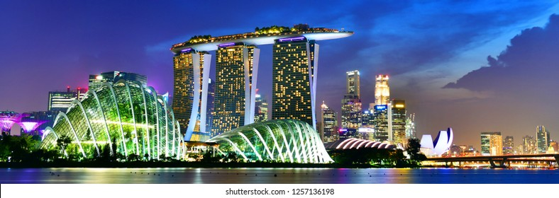 SINGAPORE - OCTOBER 3, 2018:Panoramic view of Singapore skyline view of skyscrapers on Marina Bay at sunset
