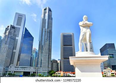 Singapore - OCTOBER 3,2018 : Statue of Sir Stamford Raffles near Singapore river
