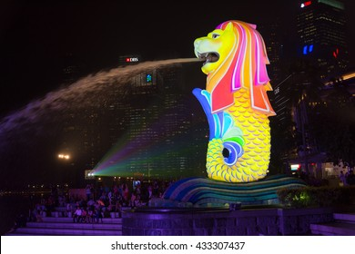 SINGAPORE - SEPTEMBER 15, 2015: The Merlion fountain during the night.