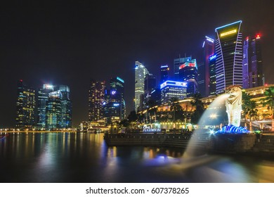 SINGAPORE, SINGAPORE - SEPTEMBER 28, 2013 : Night view of The Merlion, located at Marina Bay, a famous tourist attractions in Singapore.