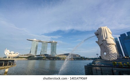 Singapore - September 9, 2018 - Iconic Merlion statue fountain at Marina Bay in Singapore